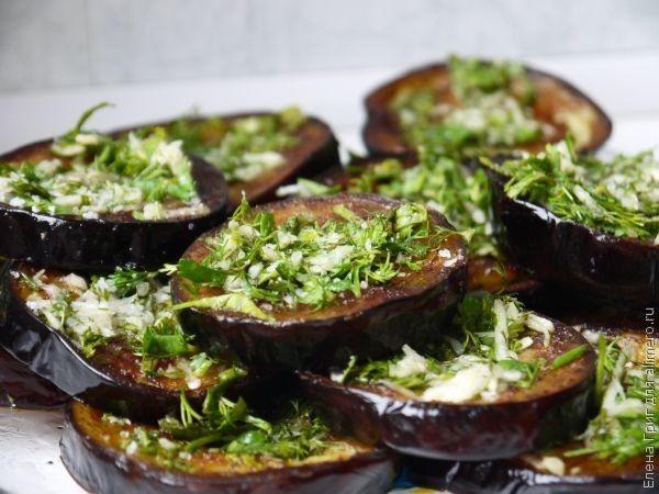 Жареные баклажаны с зеленью