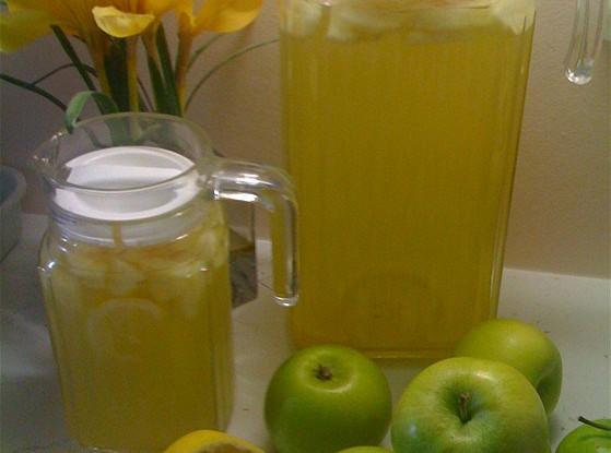 Напиток из лимонов и яблок