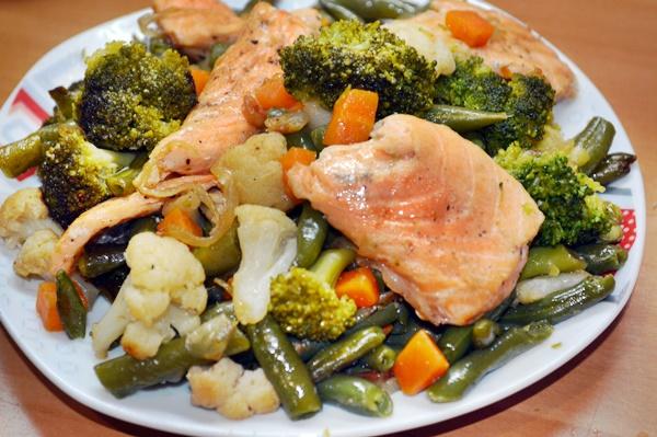 Лосось с замороженными овощами