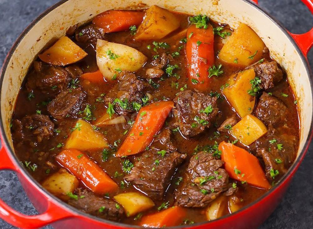 Мясо тушеное с овощным гарниром