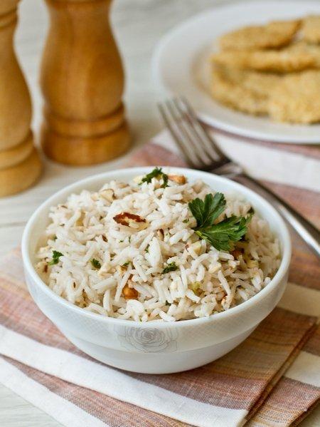 Салат из риса с грецкими орехами